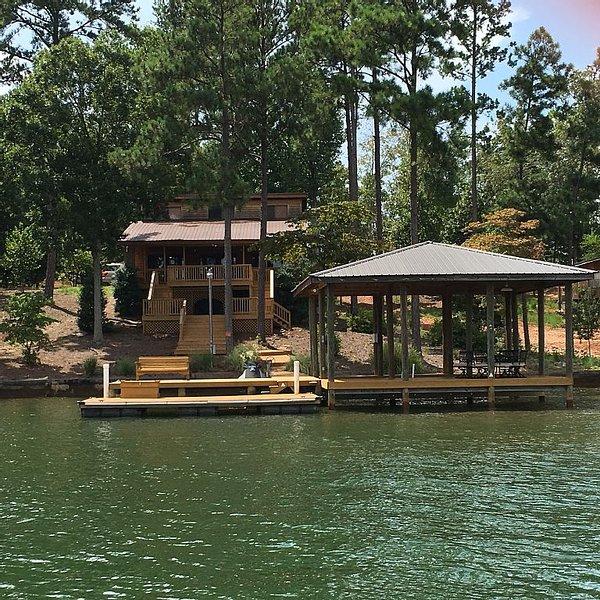Lake Martin Getaway Perfect For Auburn Football Game Day Weekend, location de vacances à Alexander City
