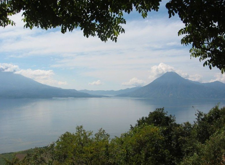 Beautiful view of Lake Atitlan.. house is nestled in resort area, holiday rental in Santa Catarina Palopo