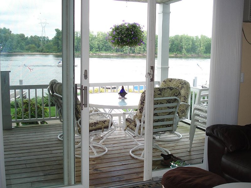Waterfront Condo Steps From Mississippi River, vacation rental in Alma