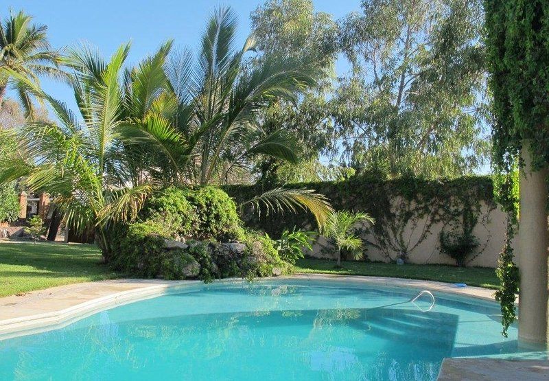 Full-privacy in charming 3-bdr house with heated pool, garden & jacuzzi, holiday rental in La Cruz de Huanacaxtle