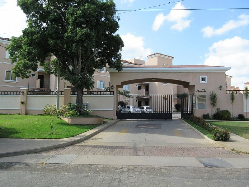 Modern and Safe Living in Managua, holiday rental in Jinotepe