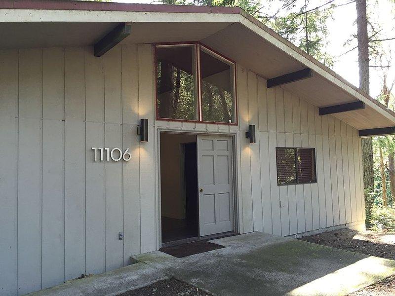 Mid Century Modern Retreat, holiday rental in Anderson Island