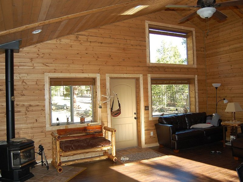 Well Appointed Cabin On Wooded Acre,close To Lakes And Trails Handicap Accessibl, vacation rental in Twin Lakes