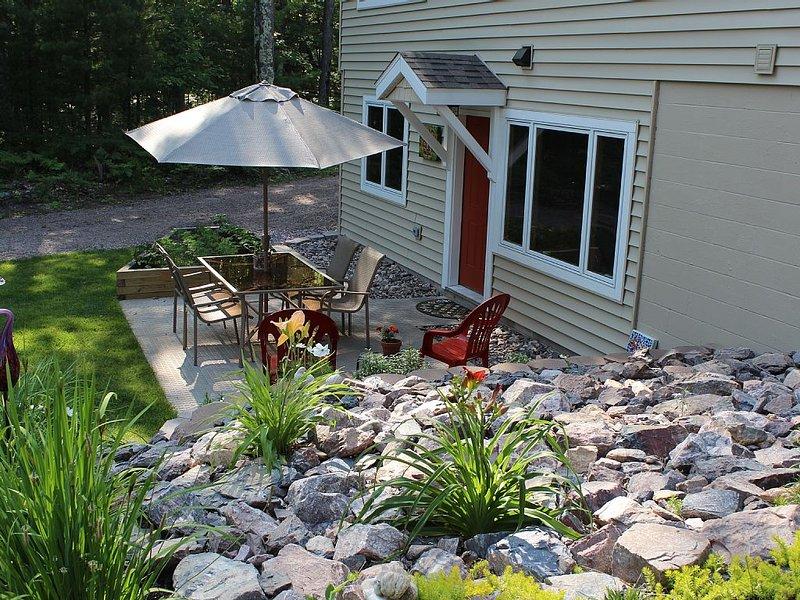 'Wood Song' - Newly built, quiet and convenient., alquiler de vacaciones en Marquette