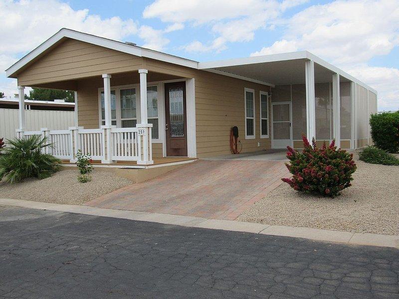 Mesa Modern & Cozy in 55+ Community, alquiler de vacaciones en Mesa