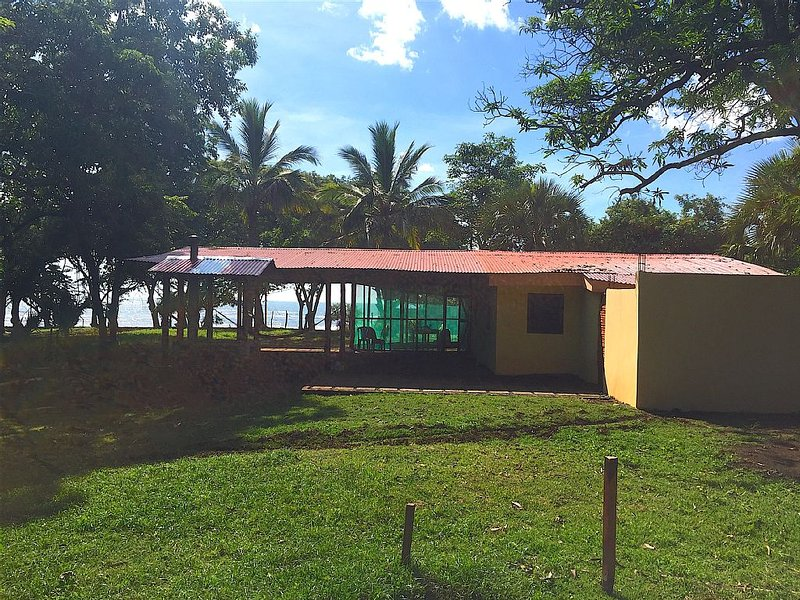 Casa Pacifica- Beachfront Paradise, holiday rental in Jiquilillo