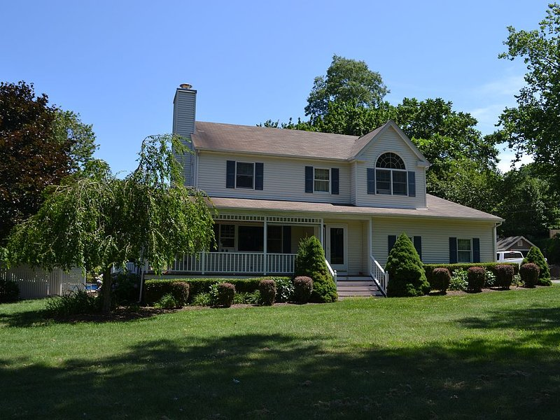 Perfect Family Summer Vacation Home Close to beach 18x42 pool, vacation rental in Shelter Island