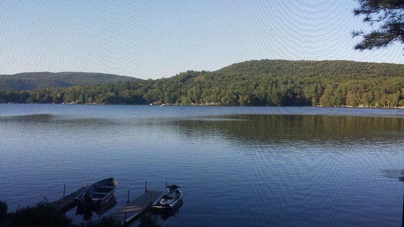 Secluded Cozy Cottage - NH Lakes Region, alquiler de vacaciones en New Durham