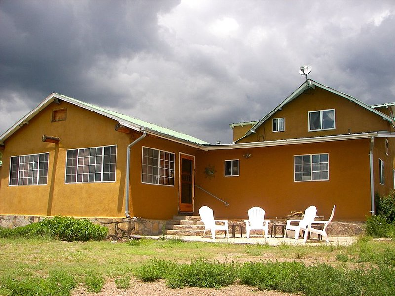 Beautiful New Mexico Lodge with 360 degree views, vacation rental in Reserve