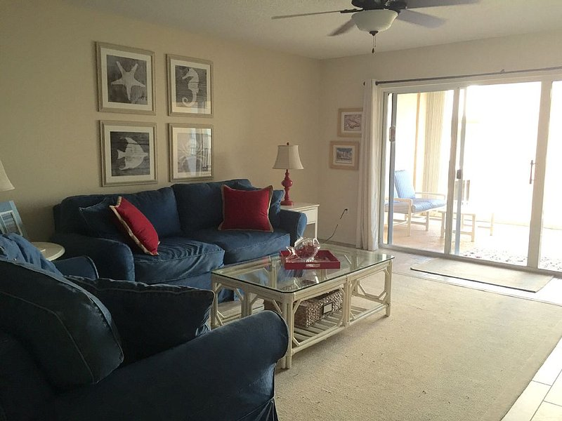 Oceanview Condo In Oceanfront D Building Shorewood, Ferienwohnung in Cape Canaveral
