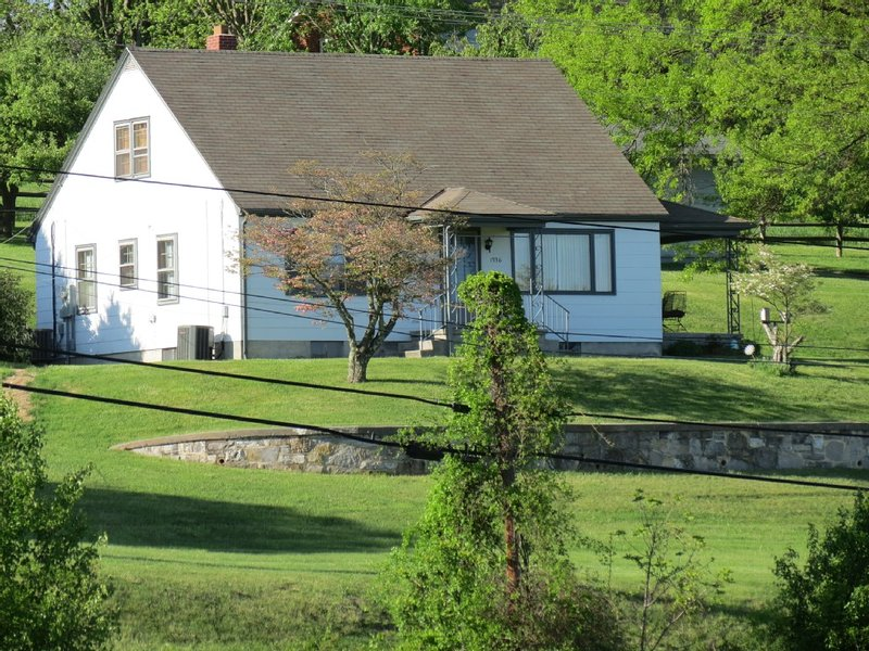 Country/mountain Living With Easy Access To Town., holiday rental in Blacksburg
