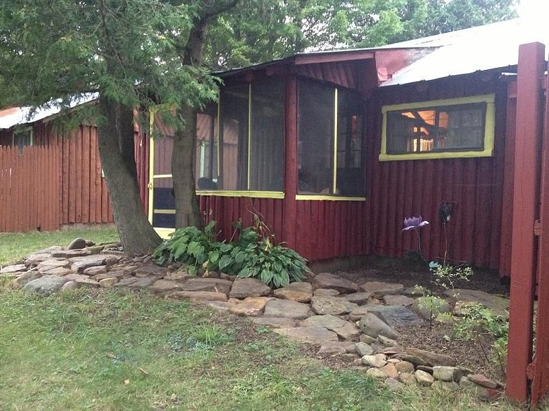 Cabin Getaway on the Lake, holiday rental in Port Austin