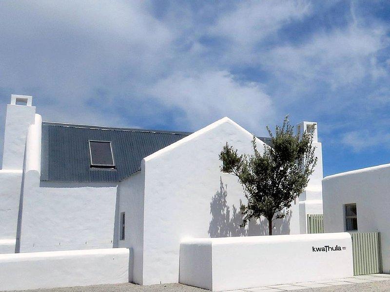 'KwaThula' white-washed seaside escape with amazing views, holiday rental in Saldanha Bay Municipality