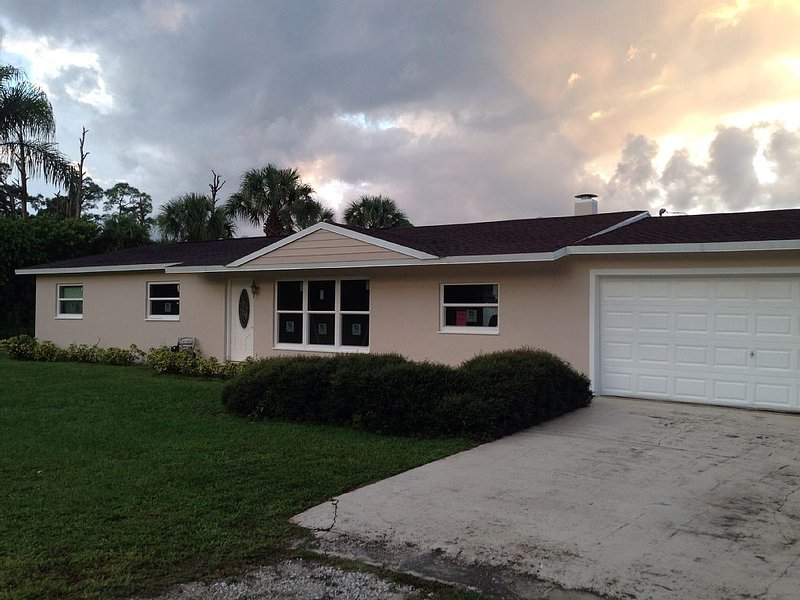 Modern home with pool, vacation rental in Vero Beach