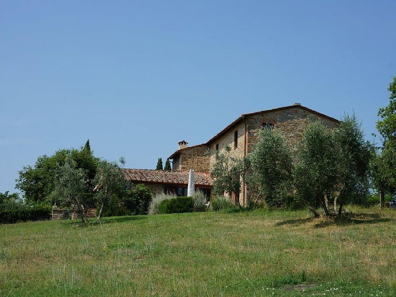 Casina di Arceno: Farmhouse Sleeps 6 + 2, shared pool - Stunning views, location de vacances à San Gusme