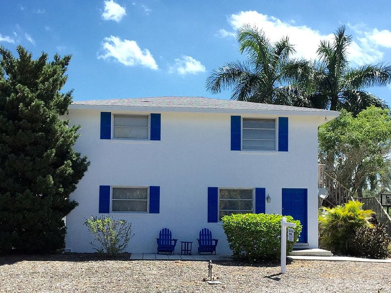 Ground Floor 2 Beds 1 bath beach cottage short walk to beach on North end LBK, holiday rental in Longboat Key