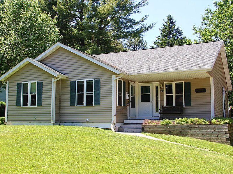 Nice house 1500 feet from the Geneva Lakefront, vacation rental in Williams Bay