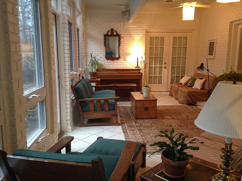 Friends/Multi-families Share House  Ole Miss Football Weekends Close to Campus, holiday rental in Oxford