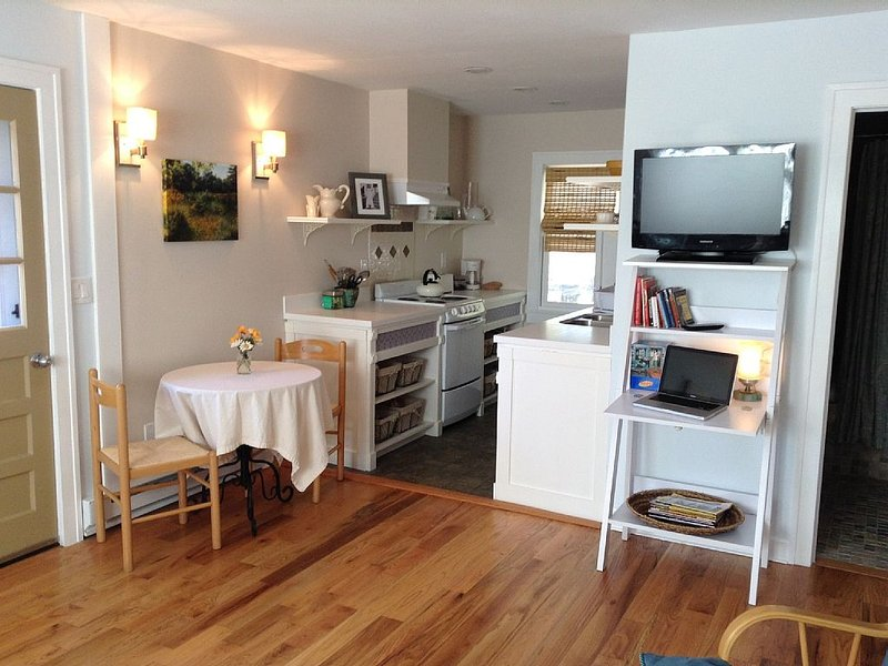 Renovated  Cottage in the Heart of Hudson Valley close to Walkway Over Hudson, location de vacances à Newburgh