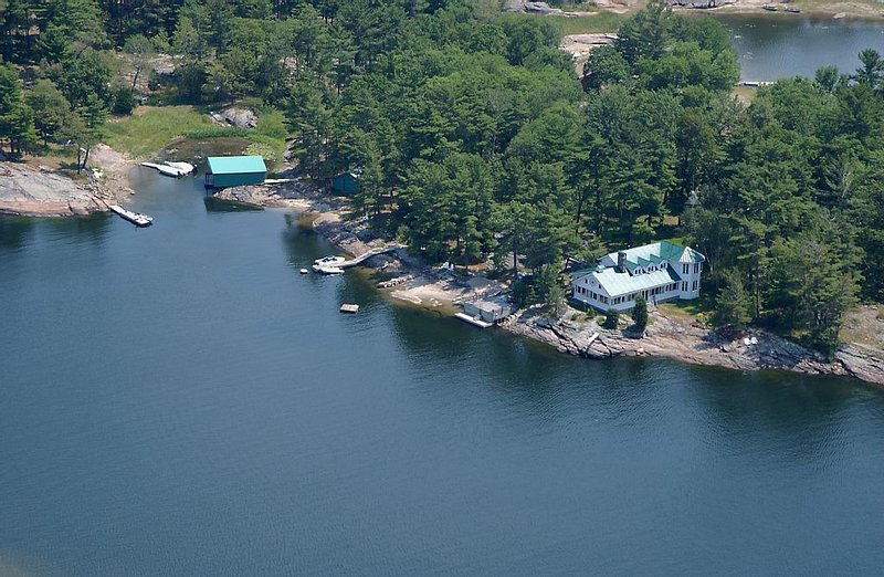 Island Retreat On Georgian Bay, holiday rental in Big Chute