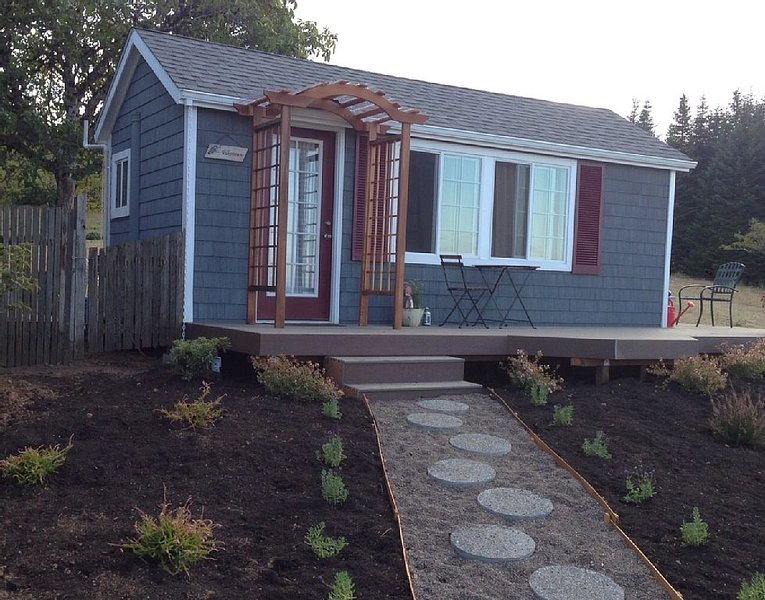 A Tiny House on a lavender farm In Oregon's Wine Country, holiday rental in Gaston