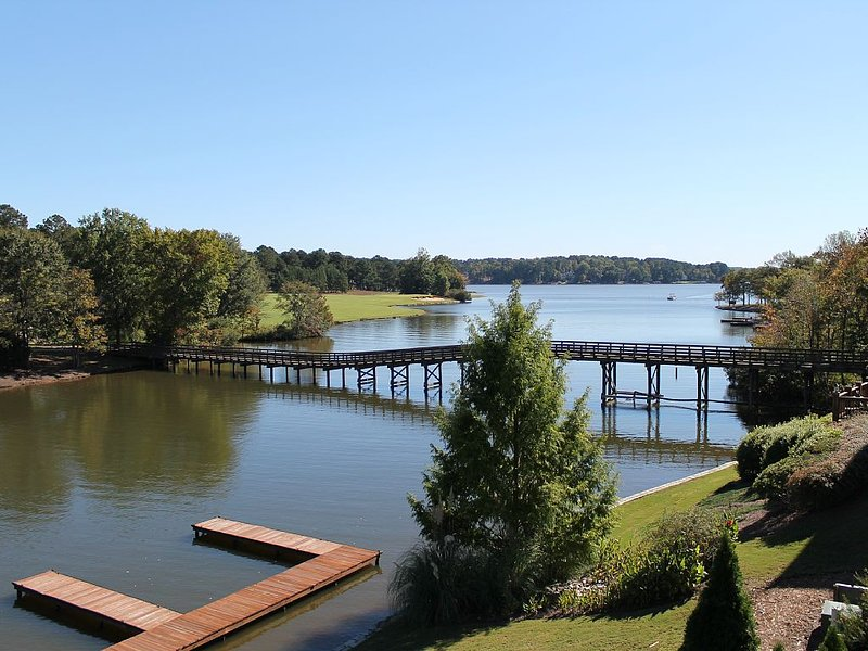 Lake Oconee 4 Bed 5 Bath Villa Inside Cuscowilla - Reserve early for Spring 2017, vacation rental in Eatonton