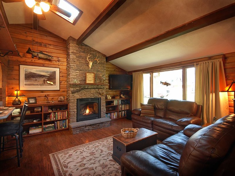 Sawmill Cabin, A Montana Rock Creek Cabin, holiday rental in Clinton