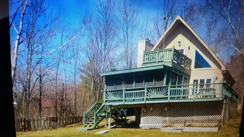 Peace And Quiet On The Lake, holiday rental in East Otis