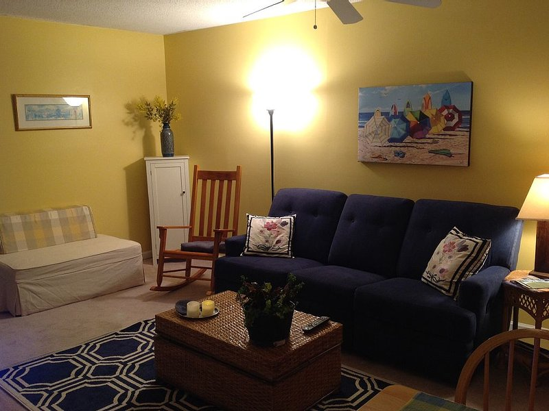 2 Bedroom Duplex Close To Beach, casa vacanza a Emerald Isle
