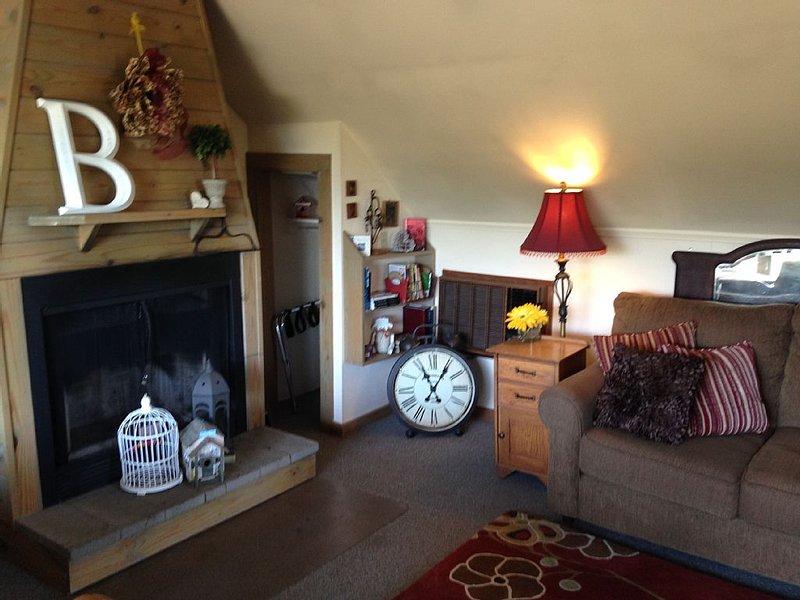 Barn Rose Mountain Top Cabin near Beaver Lake, holiday rental in Holiday Island
