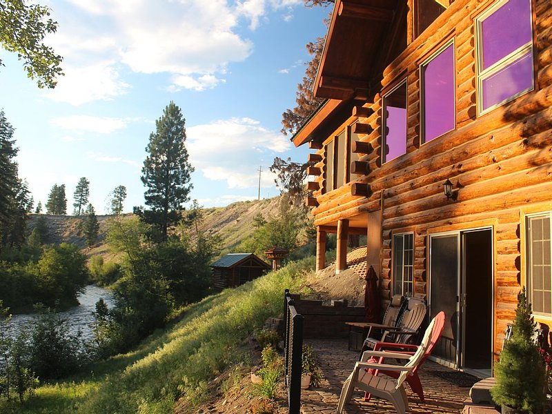 Mountain River Lodge, holiday rental in Trego