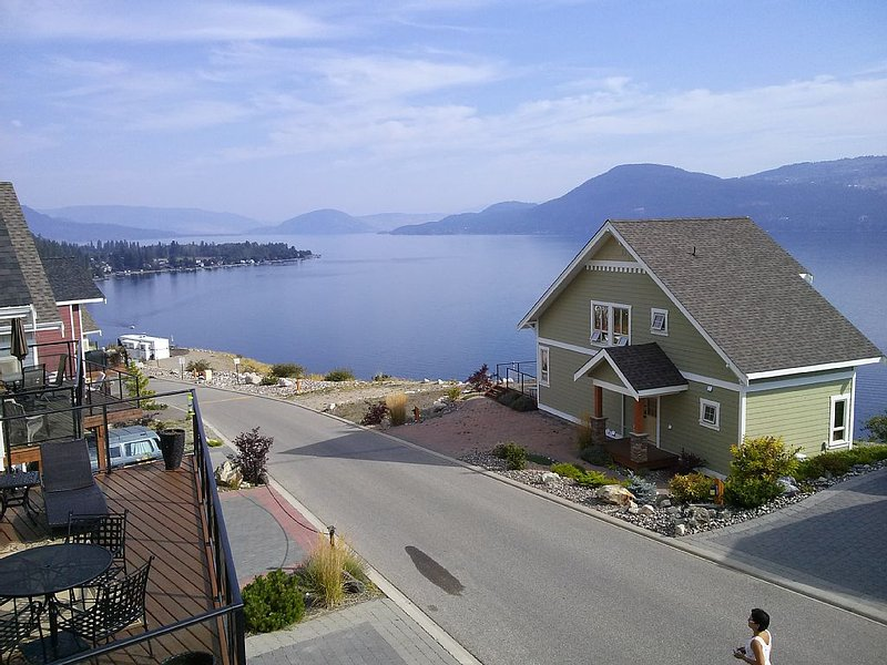 LAKEVIEW FROM THE DECK. RELAX & ENJOY - LIFE IS GOOD!!, holiday rental in Kelowna