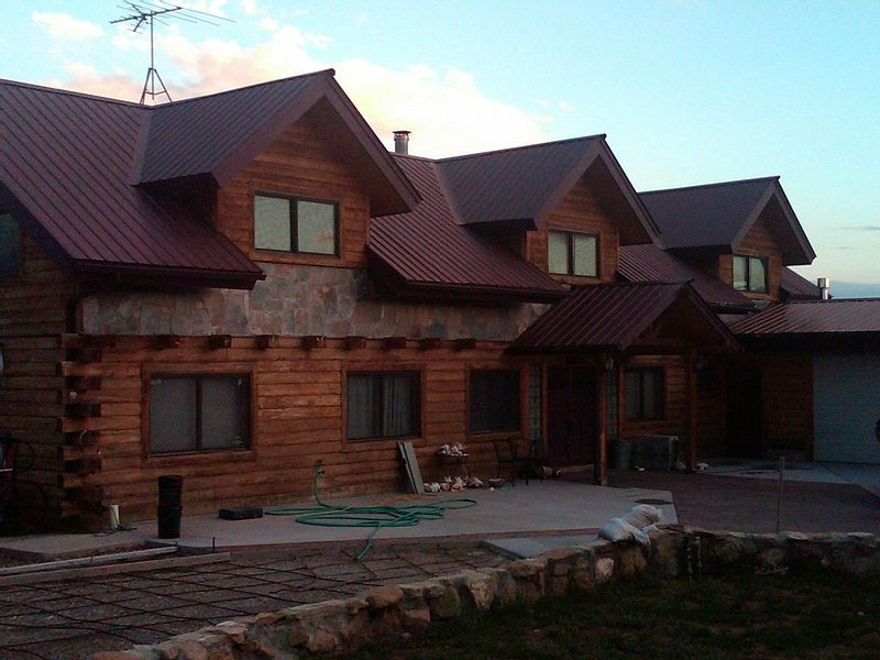Beautiful Mountain Log Home, holiday rental in Lewis