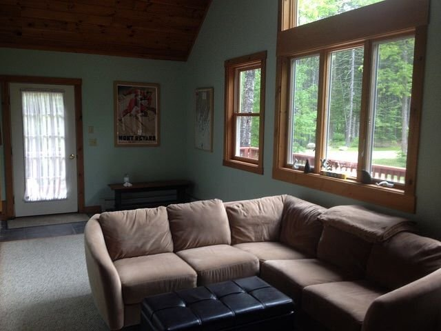 Sunny Open Concept Home 1.4 Miles from Sunday River Resort, holiday rental in Hanover