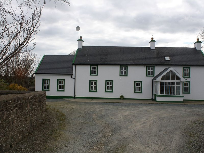 Renovated Country Farmhouse, holiday rental in Hook Head