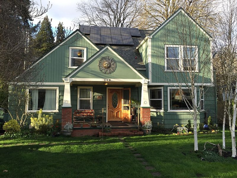 Unique, energy efficient home in Eugene 4.5 mi from University of Oregon., aluguéis de temporada em Eugene
