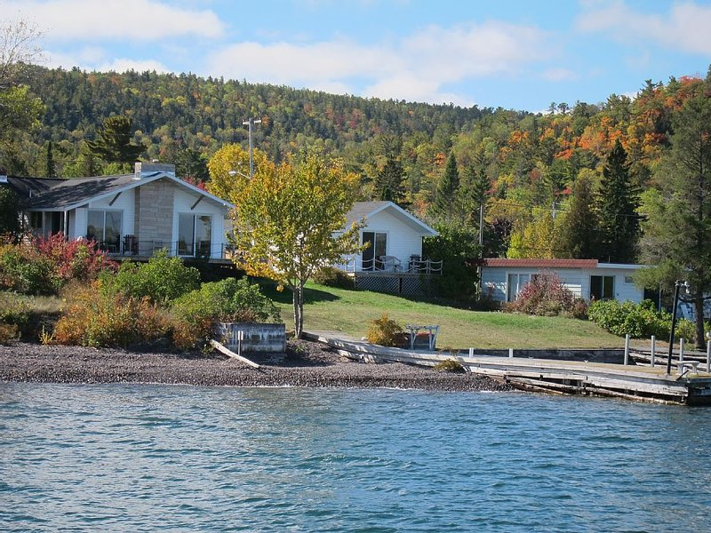 Waterfront Cottage in Copper Harbor, vacation rental in Copper Harbor