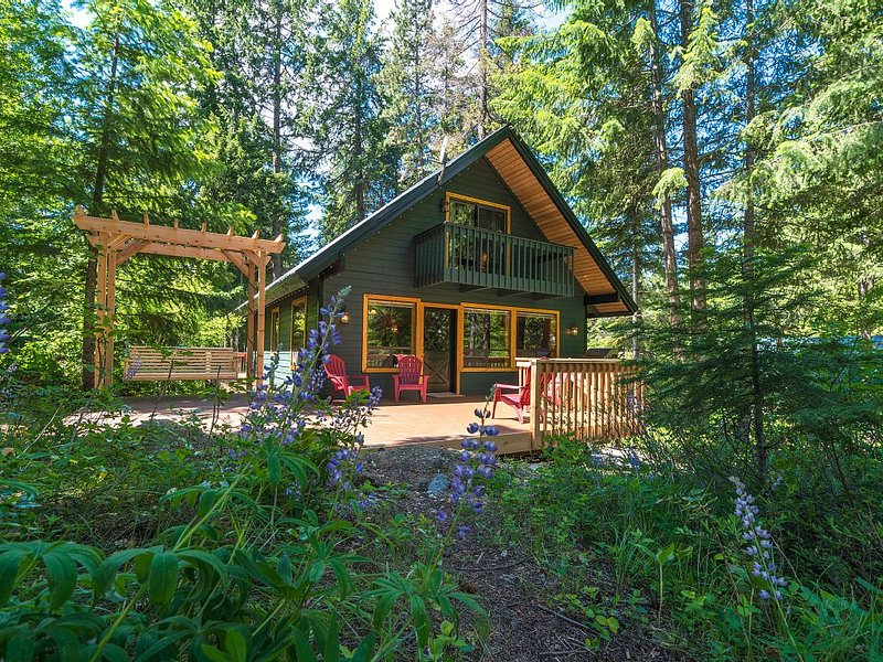 Ponderosa Pines Family and Friends Getaway Cabin - always delights!, vacation rental in Leavenworth