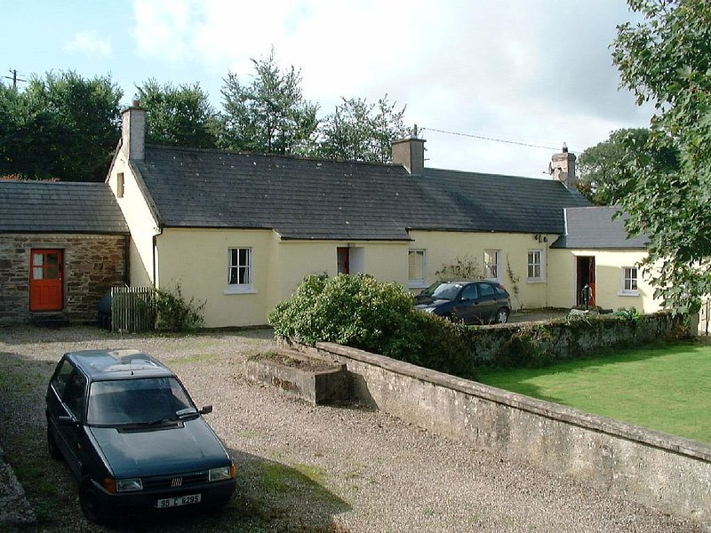 Keanes' Cottage (A Special Holiday Rental), holiday rental in Clashmore