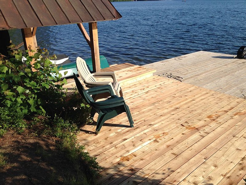 Family-Friendly, Waterfront, Historic Cottage Overlooking Aristocrat Bay, holiday rental in Star Lake
