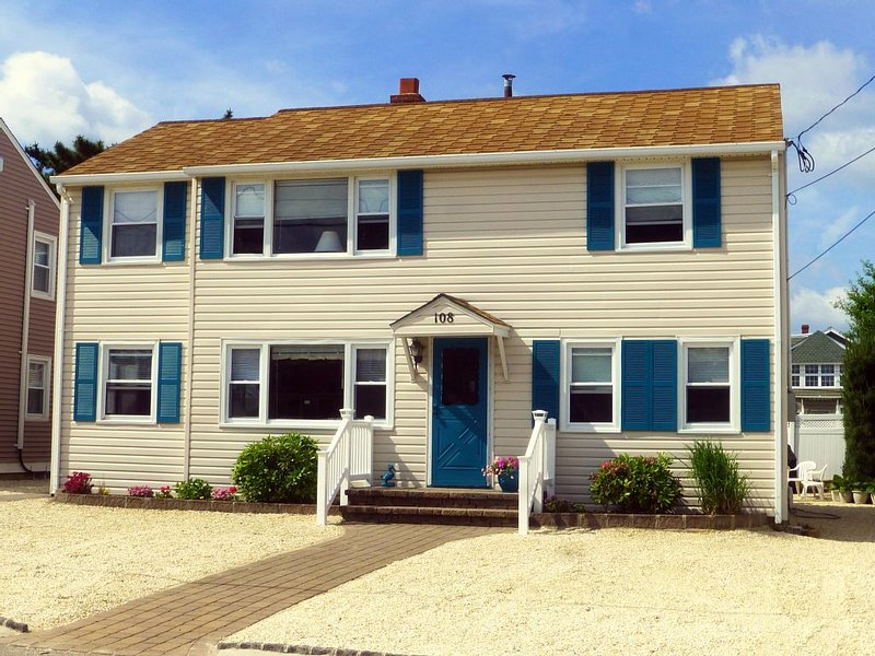 Vacation at LBI Family Beach House, 4th from Ocean, 2nd Floor, holiday rental in Long Beach Township