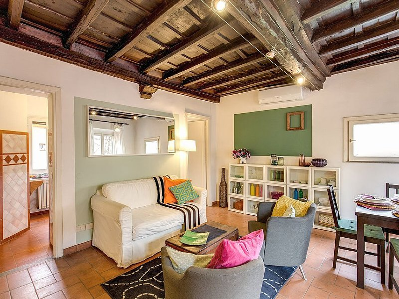 in the alive district of Trastevere, apartment with nice view on St.Maria Church, vacation rental in Vatican City