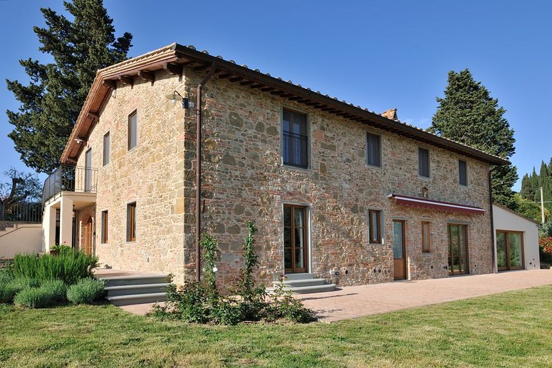 Gorgeous Villa in Chianti, btw Siena and Florence, holiday rental in Gorgognano