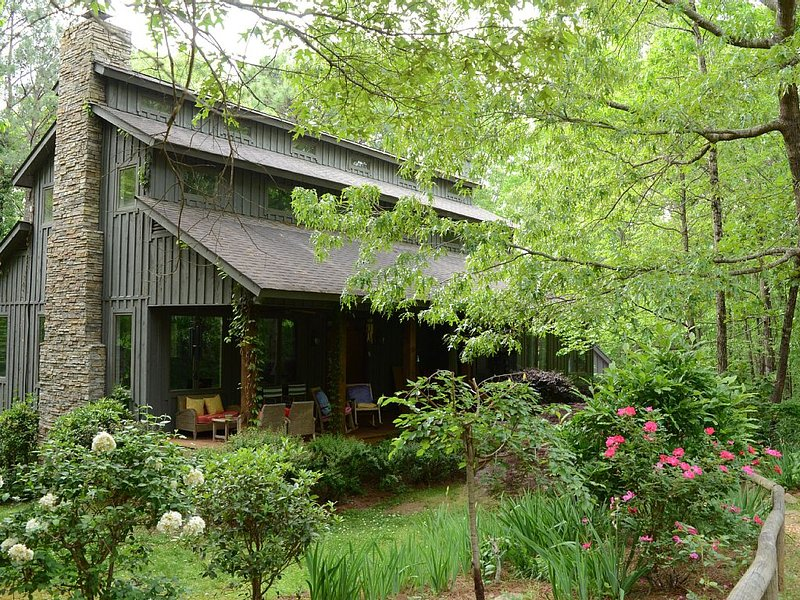 Cozy Getaway 9 Miles to Lakepoint, holiday rental in Cartersville