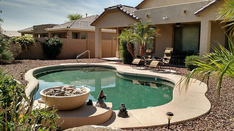 Arizona Oasis, Dog Friendly, Private Pool, Quiet Neighborhood & Beautiful Yard, location de vacances à Surprise