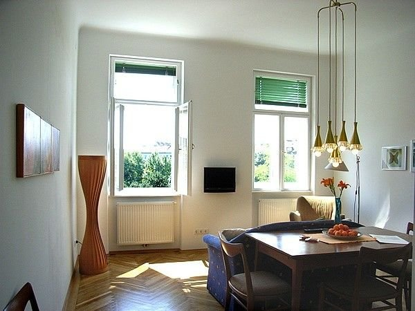 Quiet 1 Bedroom Apartment With Park Views In The Heart Of Vienna, holiday rental in Leopoldsdorf im Marchfelde