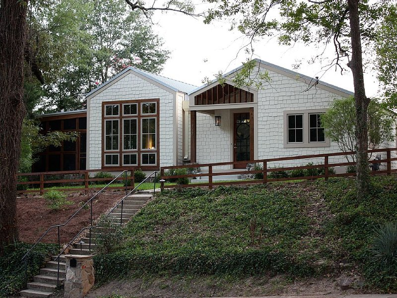 Custom home just off the Oxford Square, vacation rental in Oxford