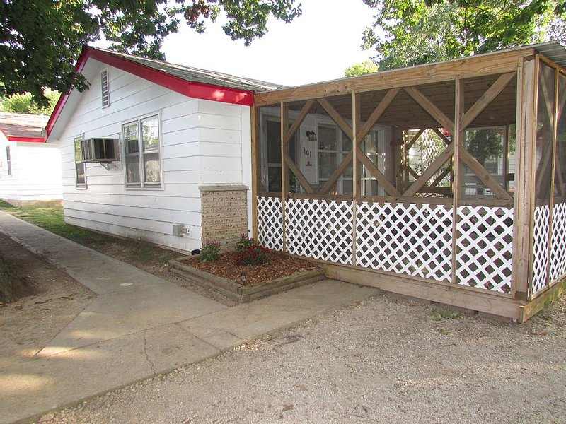 Come Stay in Our 2bd Cottage On Table Rock Lake Close To Silver Dollar City!!!, alquiler de vacaciones en Branson West