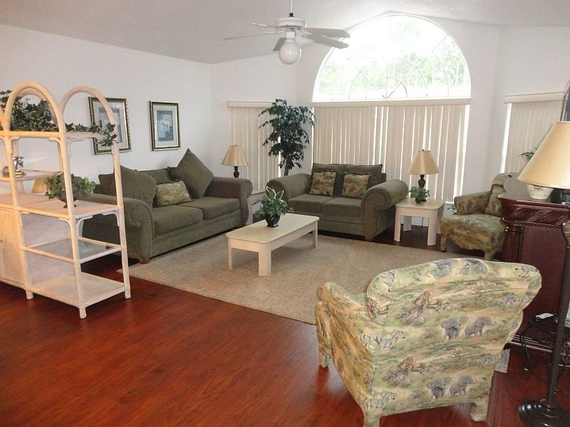 Large Condo close to Disney World & all of the other Orlando theme parks, vacation rental in Kissimmee