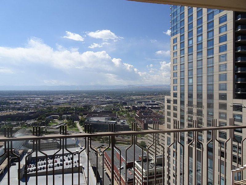Brooks Towers Condo in Heart of Downtown Denver, vacation rental in Denver
